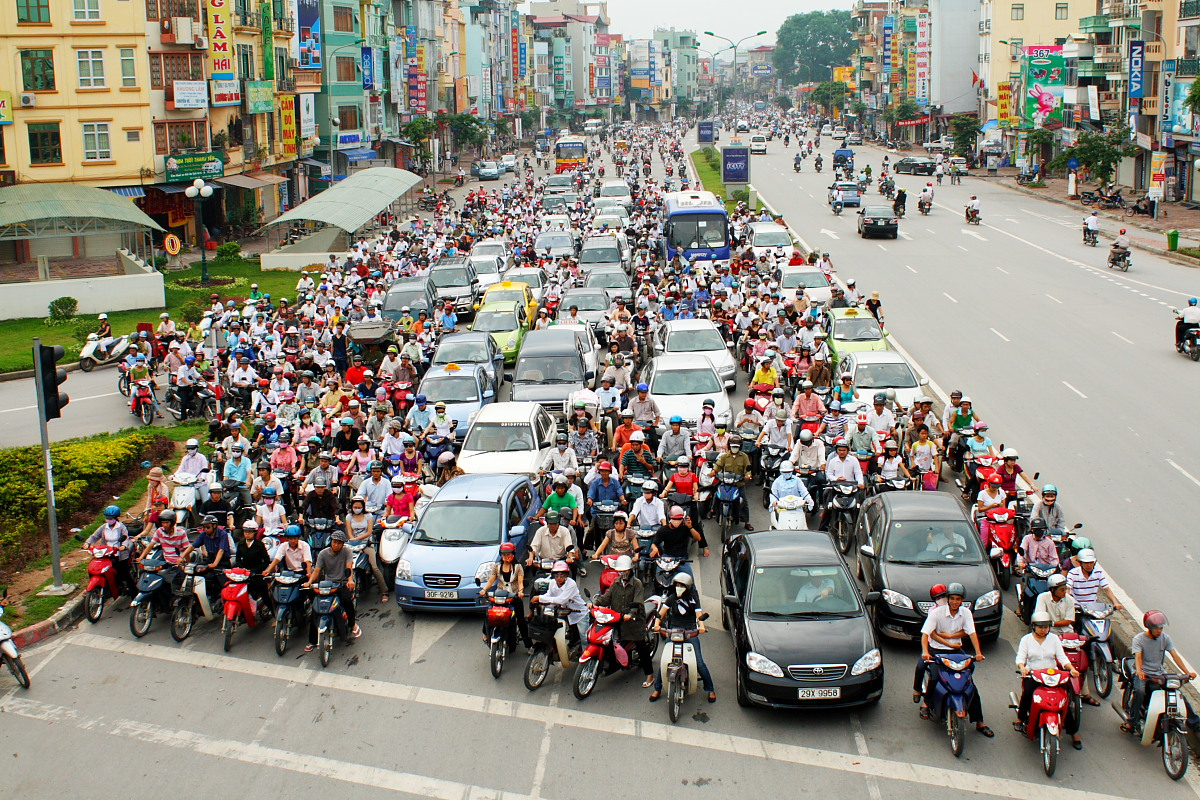 the traffic in vietnam The traffic in vietnam is inexcusably horrible, and is this way due to a mixture of concrete and abstract reasons concrete lack of rural development: the government has benefited greatly from saigon's booming economy.