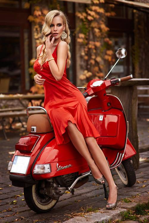 girl of the day -vespa noi 2013